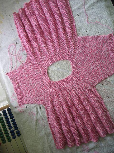 Ravelry: patrón de vestido minúsculo de Maddie por Jane Terzza
