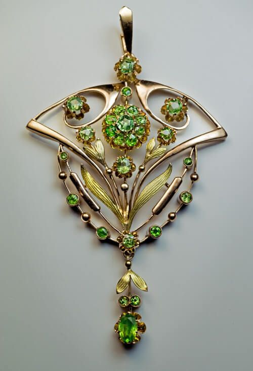 Made in Moscow between 1908 and 1917 A 14K gold pendant is embellished with Russian demantoid garnets. The frame of the pendant is rose gold, and the textu