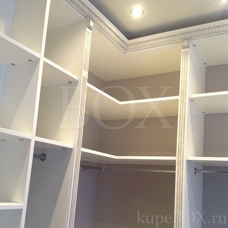 Угловая гардеробная комната в классическом стиле