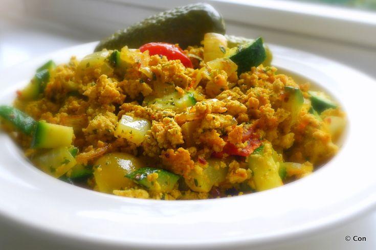 Tofu roerei met courgette en tomaat recept (vegan) ~ lekker, makkelijk, koolhydraatarm ~ www.con-serveert.nl