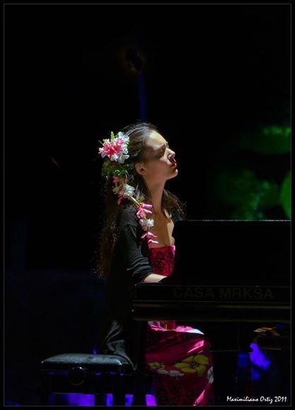 Mahani Teave es una de las pianistas más destacadas de Chile y ha ganado numerosos concursos internacionales de piano. Originaria de Rapa Nui, la legendaria Isla de Pascua (sitio arqueológico de la UNESCO), es la única persona de la isla que se ha dedicado a la música clásica. Debutó como pianista a la edad de […]
