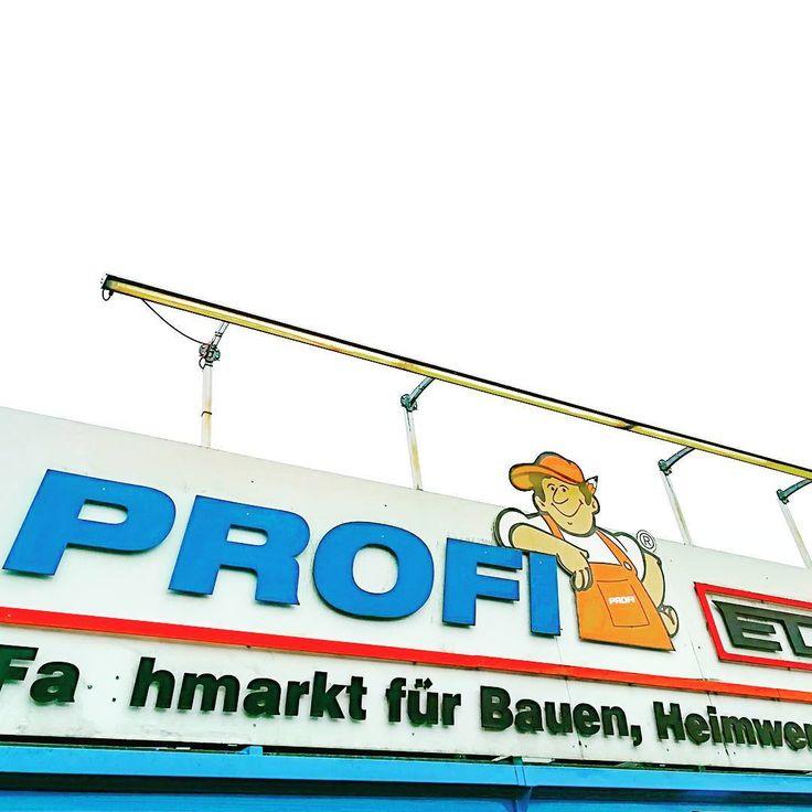 No chance to get bored. Familienfreundliche Schlechtwetteralternative.      #badendorf #chiemgau #profieder #streetart #urbanart #baumarkt #heimwerker #kinder #spielzeug #kids #playground #simssee #bayern #bavaria #outdoor #antennebayern  #münchen #rosenheim #chiemsee #travelgram #heimatliebe #villagelife #lightroommobile #germany #antennebayern #igersbavaria #igbayern #construction #architecture