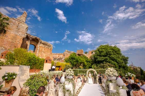 How beautiful is a wedding in the Greek Theater terrace at the Belmond Grand Hotel Timeo - Taormina