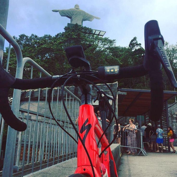 Domingo pedal até o #cristo ! #bikeaospedacos #semmimimi #borapedalar #pedalpower #pedaltop #bike #bici #bicicleta #clicknabike #30tododia #pedalandoefotografando #pedaldehoje #pedalnaveia #cscrj #eucurtopedalar #roadbike #voudebike #amopedalar #vou_de_bike_e_salto_alto