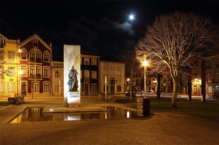 Square of Almada and Eça de Queirós statue