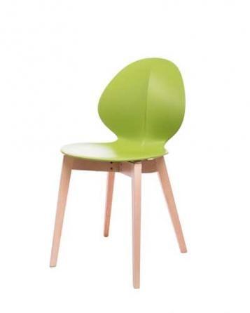 Elegantní plastová židle v zelené barvě na dřevěných nohách.   Pokud toužíte po nadčasovém interiéru, jsou pro Vás plastové židle to pravé. Velmi oblíbený design 50. let příjemně oživí Váš domov a navíc už nebudete chtít sedět na ničem jiném.