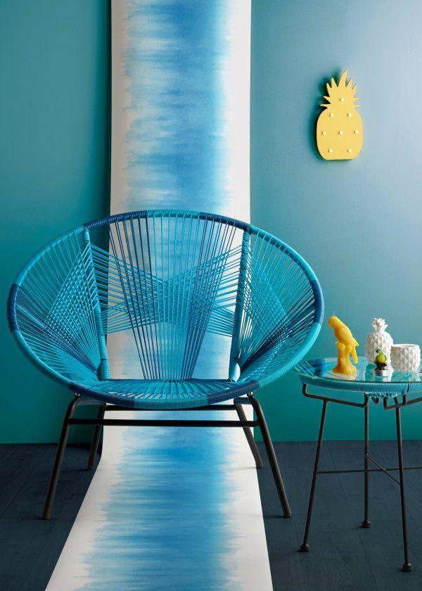Un printemps-été bleu turquoise comme un lagon : Lampe LED Ananas, Chaise Garden, Table Garden - Marie Claire Maison