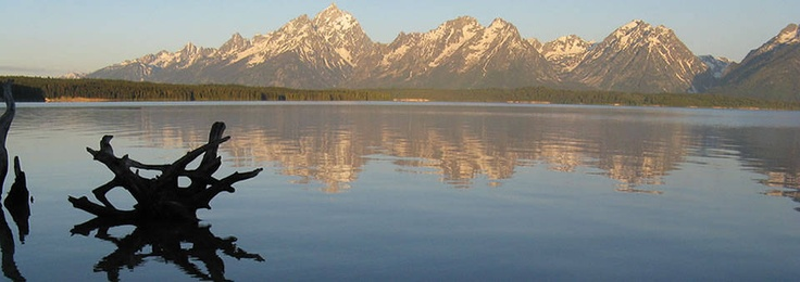 Wyoming Jobs Wyoming has SO many jobs in great places! Summer jobs in and near Grand Teton and Yellowstone National Parks. Summer and winter jobs in Jackson Hole, Guest ranch jobs, and ski jobs where there is awesome snow, terrain, and views.