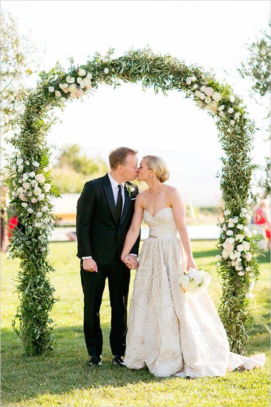 greenery wedding arch | ceremony ideas | wine country wedding | wedding kiss | #weddingchicks