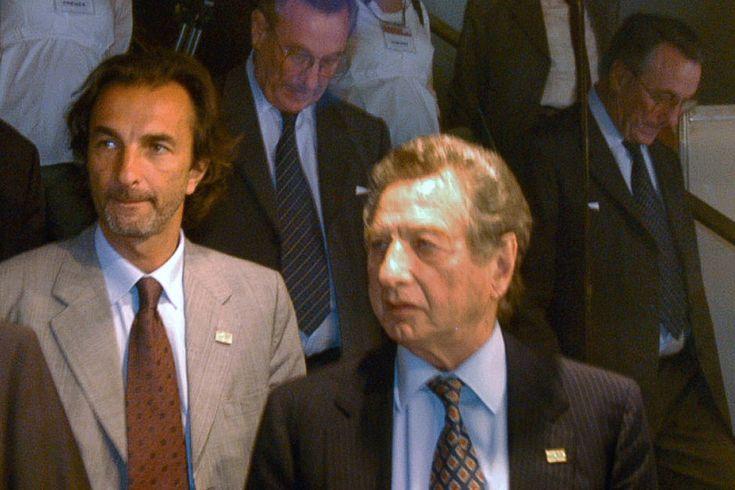 Calcaterra es socio de Lázaro Báez en al menos cinco grandes licitaciones, se presentaron juntos en otras dos que perdieron y hasta comparten domicilio fiscal y legal. Y Calcaterra, es Mauricio Macri.