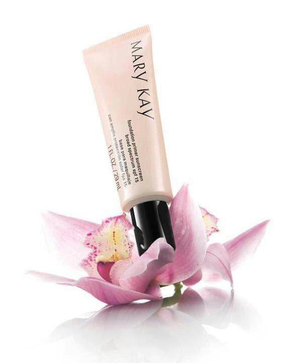 Prebase maquillaje con protección 15, estira y unifica tu rostro mientras lo protege del sol, y prolonga la duración de tu base de maquillaje Mary Kay!