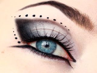 Gothic eye make up -  clic for tutorial