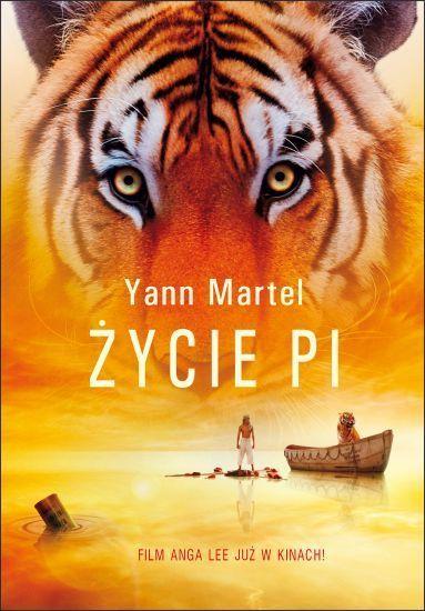 """Yann Martel - Życie Pi  227 dni w szalupie ratunkowej z tygrysem!? Jeśli jeszcze nie znacie niesamowitej historii 16-letniego chłopca, który po katastrofie statku w takim właśnie towarzystwie dryfuje przez Pacyfik, najwyższa pora nadrobić zaległości  Długo oczekiwana ekranizacja słynnej powieści Yanna Martela """"Życie Pi"""" lada moment wchodzi do kin!"""