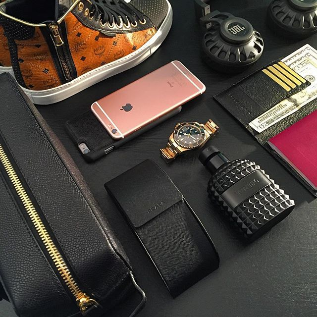 #Allblackeverything travel essentials ✔️ Travel Pouch x Passport Cover & iPhone 6s/6 Plus Case in Caviar black 👌🏼 #goldblackofficial #goldblack #gldblk #essenitals