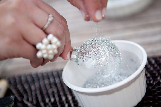 DIY holiday silver glitter ornamentsDiy Ideas, Glitter Ornaments, Silver Glitter, Dyi Projects, Totally Amazing, Diy Glitter, Diy Projects, Hostess Gift, Diy Christmas