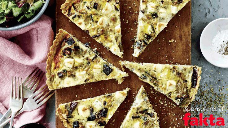 Stegt aubergine giver en saftig tærte med dybde i smagen. Her får du opskriften på fuldkornstærte med aubergine og hytteost