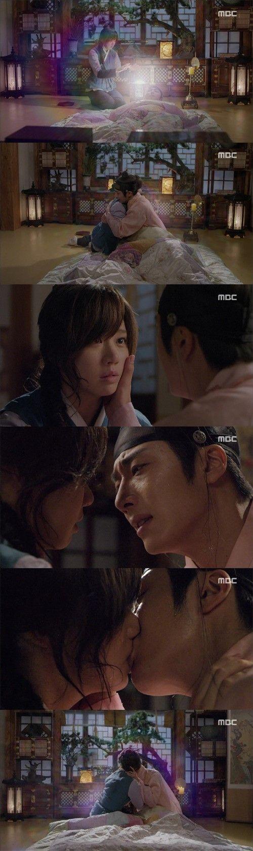※この記事にはドラマのストーリーに関する内容が含まれています。イ・リン(チョン・イル)が自身を救ってくれたトハ(コ・ソンヒ)にキスをした。23日に韓国で放送されたMBC月火ドラマ「夜警日誌」(脚本:… - 韓流・韓国芸能ニュースはKstyle