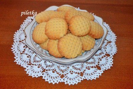 Maslové sušienky Ingrediencie: 200 g sladeného kondenzovaného mlieka Salko 400 g hladkej múky typu 00 125 g masla 125 g Hery (alebo použite maslo, teda celkom 250 g) 2 ČL prášku do pečiva (kopcovité)  Viac tu: http://m.piletka.webnode.sk/products/maslove-susienky/ Vytvorte si vlastné stránky zadarmo: http://www.webnode.sk