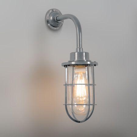 Wandlamp Port grijs - Zeer fraaie geëmailleerde retro wandlamp in industriële stijl met glas. Ook wel bekend als kooilamp, korflamp, visserslamp of bully.