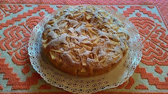 Torta di mele con il piatto crisp del microonde, ricetta e preparazione. Un dolce facile e veloce che potete preparare in poco tempo e che piace a tutti.