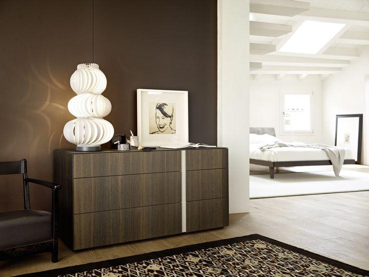 Die moderne Holz Kommode von Livitalia ist ein dezenter Blickfang.  #Kommode #chestofdrawers #dresser #furniture #Möbel #einrichten #interior #inspiration #modern #minimalistisch