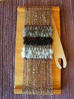 「織り機セット」にフェルトの原毛入りが加わりました。