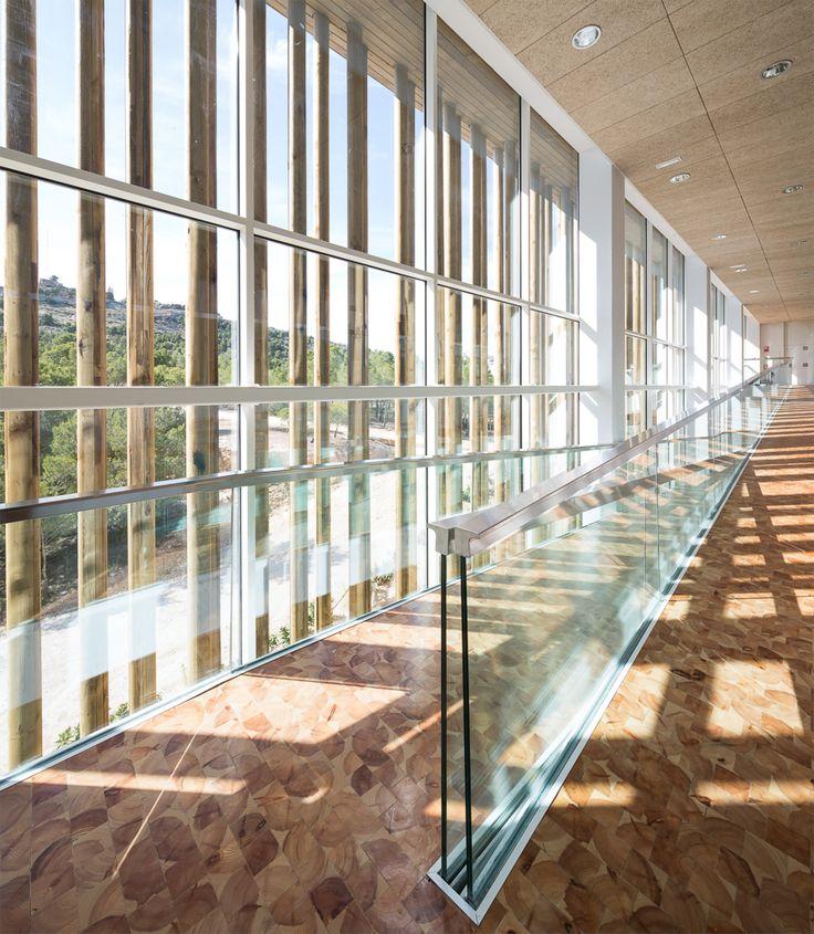 Holz architektur innenraum  Optimal platziert: Multifunktionszentrum in Yecla | Fassaden