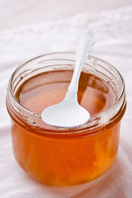 Этот рецепт для настоящих сладкоежек! Тянущаяся нуга, сушеная клюква, много-много орехов и тонкий аромат розы и ванили. Нуга – это настоящее поле для творчества:…