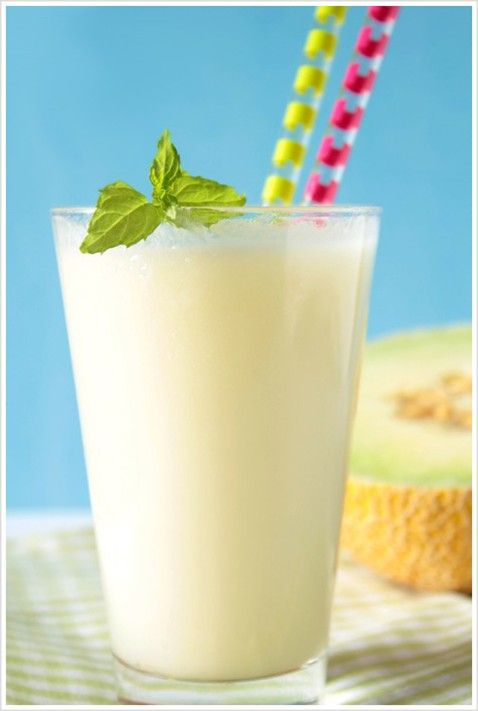 licuado de melon_smoothie_____pinned by www.limondulce.com 1 melón  2 cucharadas colmadas de yogur natural  1/2 vaso de leche semidesnatada o leche de soja  Opcional: un poquito de miel y hojas de menta