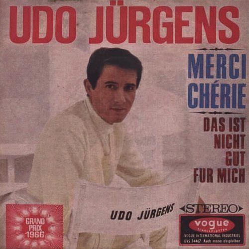 Udo Jürgens (* 30. September 1934 in Klagenfurt, Österreich; † 21. Dezember 2014 in Münsterlingen, Schweiz) war einer der bedeutendsten Unterhaltungsmusiker im deutschen Sprachraum, mit rund 100 Millionen verkauften Tonträgern. Er ist stilistisch zwischen Schlager, Chanson und Popmusik einzuordnen und gewann als erster Österreicher 1966 den Eurovision Song Contest. Am 21. Dezember 2014 brach Udo Jürgens während eines Spaziergangs in GottliebenimKanton Thurgaubewusstlos zusammen und starb…