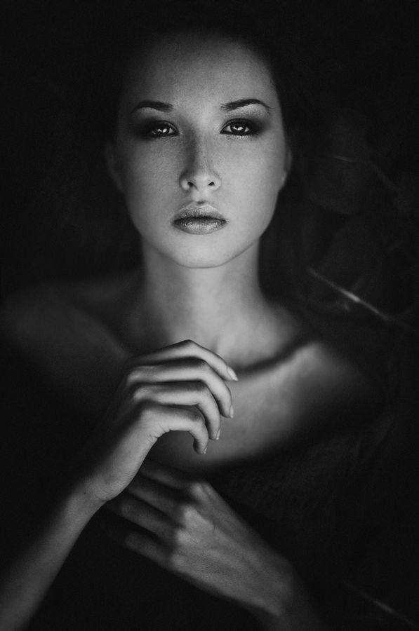 Great light, look, pose, hands position... stunning portrait by Artur Saribekyan