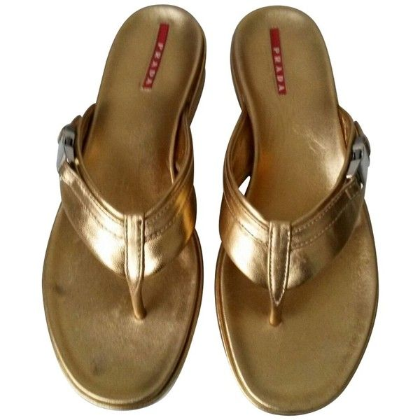 Pre-owned Flip Flops (348.145 COP) ❤ liked on Polyvore featuring shoes, sandals, flip flops, gold, prada, pre owned shoes, prada flip flops, golden shoes and golden sandals