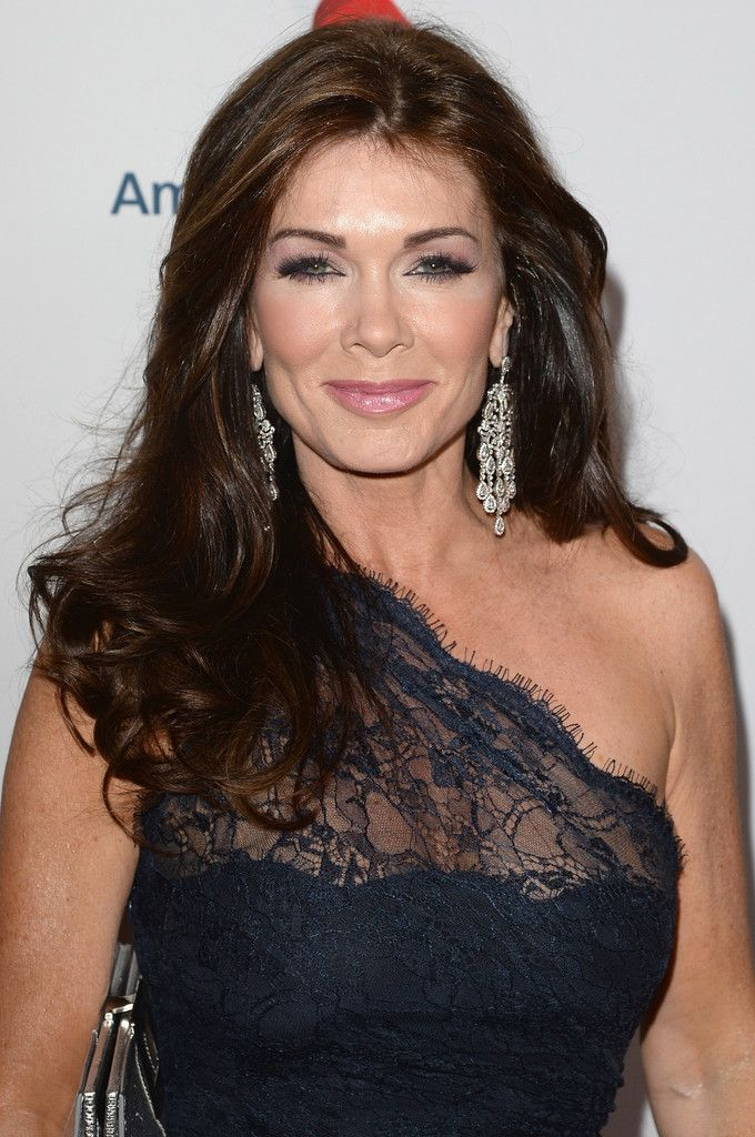 Lisa Vanderpump Long Wavy Cut - Lisa Vanderpump's long and thick waves looked simply gorgeous on the red carpet.