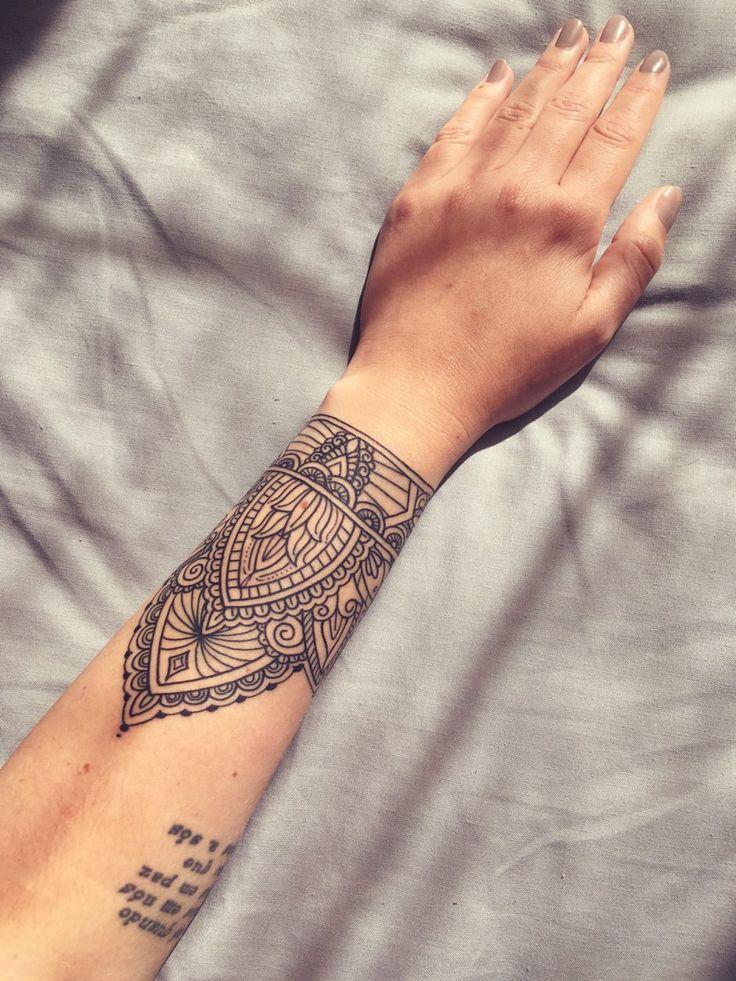 25 best ideas about mandala wrist tattoo on pinterest. Black Bedroom Furniture Sets. Home Design Ideas