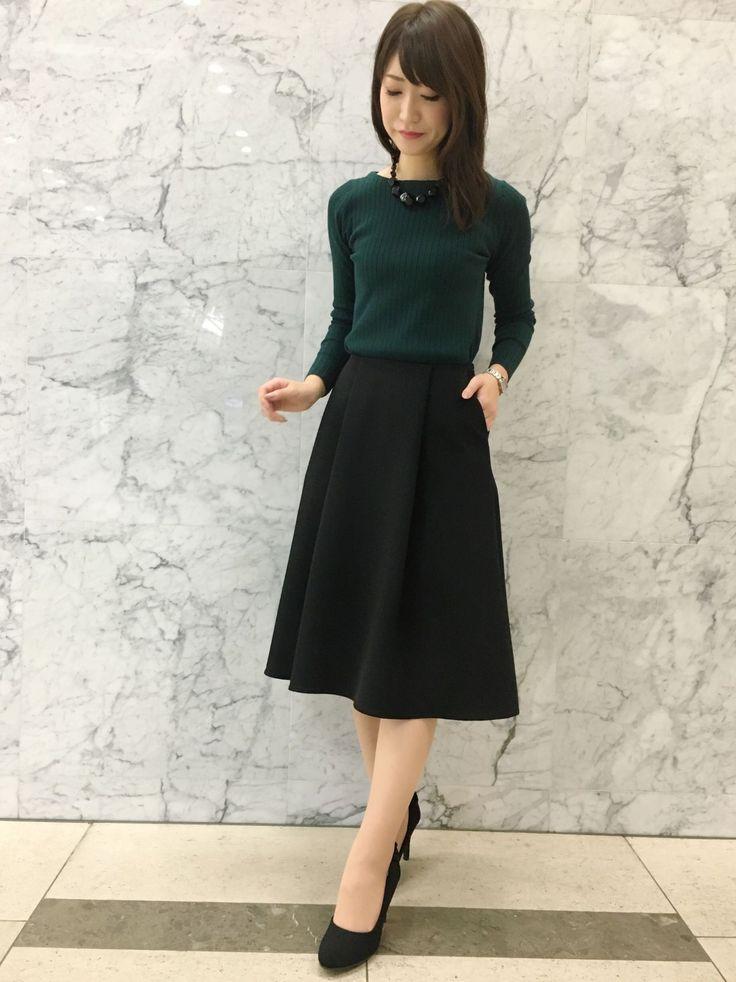 〈 COORDINATE / RIB KNIT × SKIRT 〉体のラインを綺麗に見せてくれる新作のリブニットは、ふんわり広がるテールスカートを合わせて、エレガントな女性らしさを演出。華奢見えする細めのリブは、着膨れ感がないので、羽織り物とも相性抜群です!ホワイト、ブラック、ネイビー、オレンジ、グリーンとお色展開も豊富で、嬉しいウォッシャブル対応と、この時期はずせないアイテムです!