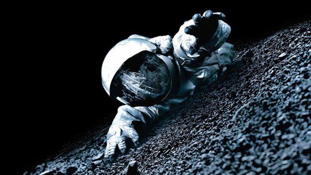 Vamos dizer que oficialmente, a última missão conhecido onde os seres humanos caminharam sobre a lua foi o da Apollo 17 que ocorreu em 1972.   Foi o pouso na Lua definitivo e final da era Apollo;…