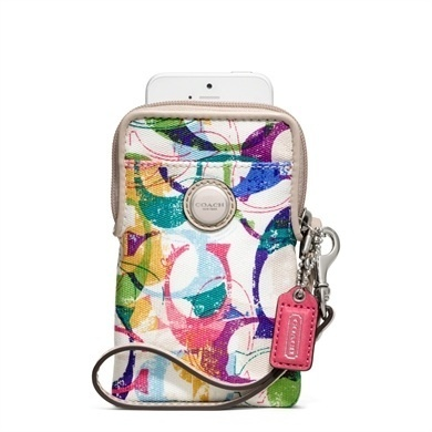 Coach 64600 phone/camera case is going up for auction at  8am Sun, Jun 2 with a starting bid of $1.