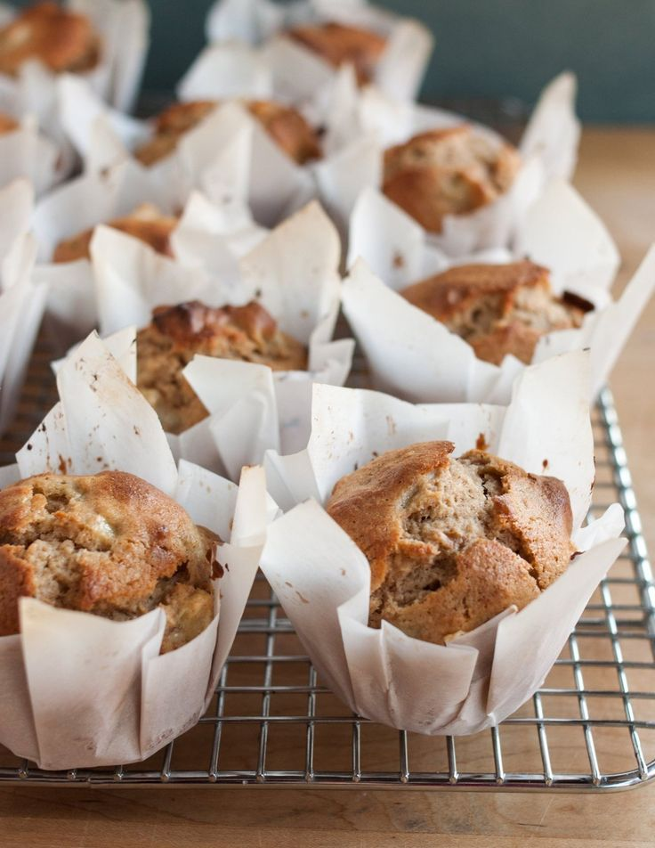 How To Make Muffin Liners Out of Parchment Paper. Super easy DIY instructions!