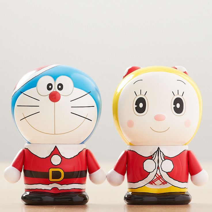 """Variarts have added to their excellent Doraemon series with these latest editions, Christmas versions of Doraemon and Dorami, that come as a special set! Doraemon comes dressed as Santa including his little red hat, while Dorami has on a Christmas-themed outfit with her little red jacket and large red bow. Both figures bear the message """"Merry Christmas 2013"""" on their backs and their edition number..."""
