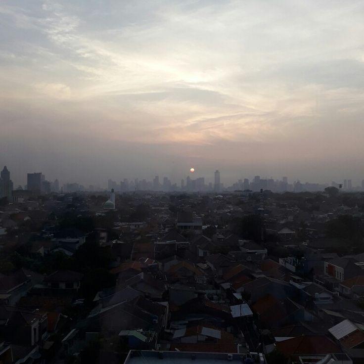 Senja dari lantai 8 #senin15mei2017