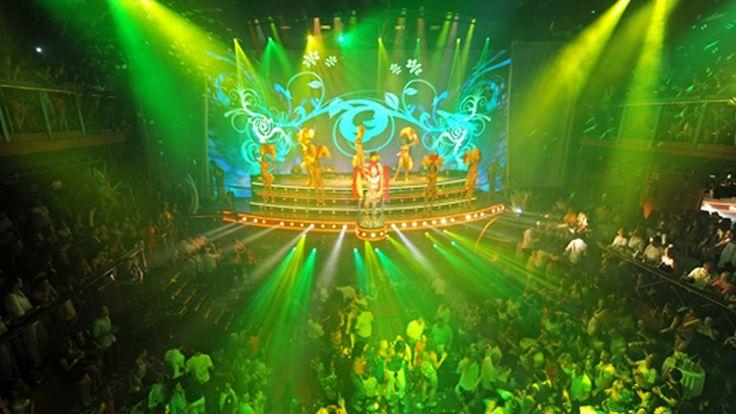 Entrada VIP Gold: Esta fórmula incluye la admisión al Night Club, la entrada preferente con una entrada directa (sin ninguna fila de espera) y el open bar de 22:00 a 03:30 (para todas las bebidas alcohólicas de marcas premium e importadas).