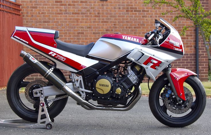 The Lucky7 FZ750, nearly finished.