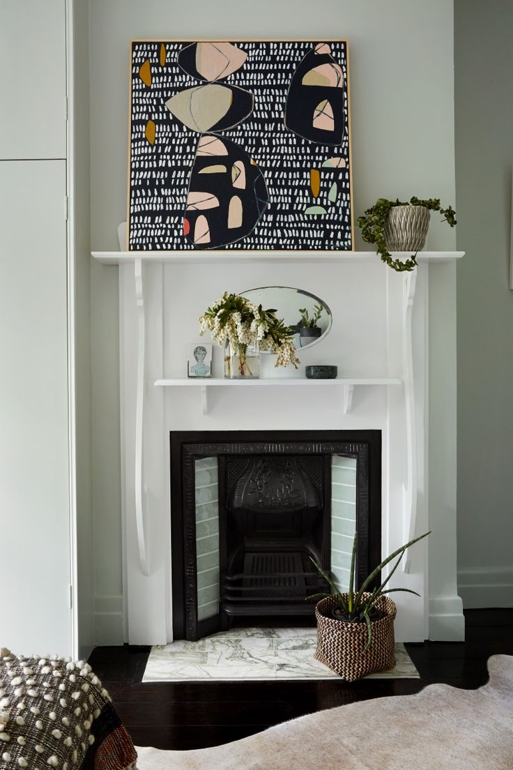 FEDERATION HOME MAKEOVER A crisp white contrasts, which made the fireplace pop from the wall, highlighting it's decorative features.