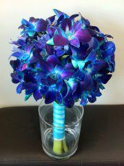 Orchid bouquet... this is the 2nd one that I've seen with these flowers. :)