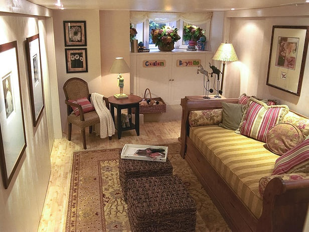 Small basement.Basements Maine, Bays Windows, Small Room, Basements Room, Small Basements, Living Room, Dreams Room, Small Spaces, Cozy Basements