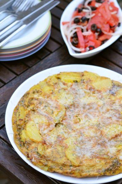 Spanyol tortilla paradicsomsalátával  Tipikus Flammeres: Spanyol tortilla