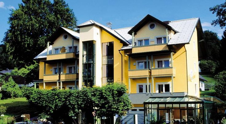 Gasthof Erlenheim Velden am Wörthersee Only 2.5 km away from the centre of Velden and 300 metres from the lido, this cosy, family-run hotel enjoys a quiet location at the picturesque southern shore of Lake Wörth.