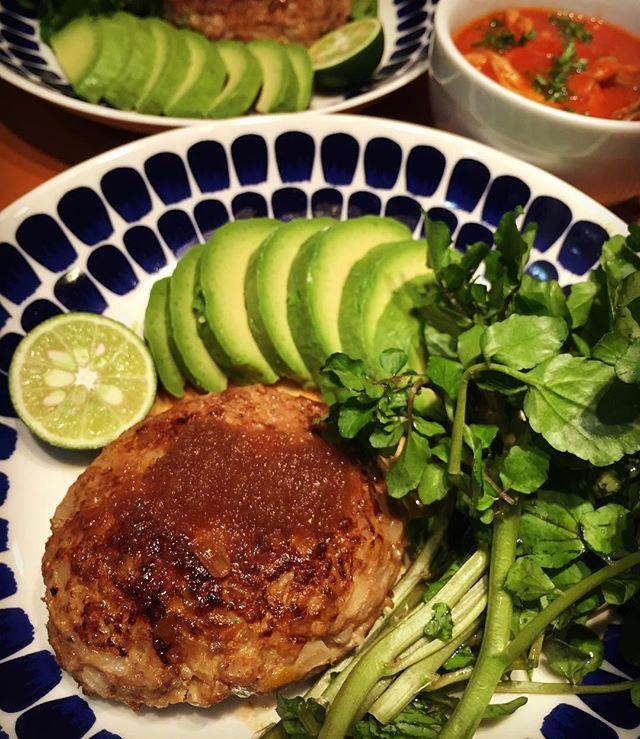 昨日ハンバーグを作った事がないんじゃないか?と言う旦那さんのひとことに娘ちゃんと2人で激怒?なので、これも作ってやった!ハンバーグ相当作ってますけど…!クレソンは道志産のクレソン!ハンバーグ#アボカド#クレソン#野菜#vegetables#肉#食事#うちごはん#夜ごはん#夜ご飯#晩ごはん#晩ご飯#夕食#手作り #food#手料理#料理#暮らし#夕ご飯 #夕ごはん#ゆうごはん#食文化#秋#cooking#instafood#おうちごはん#家ごはん#器#instagood