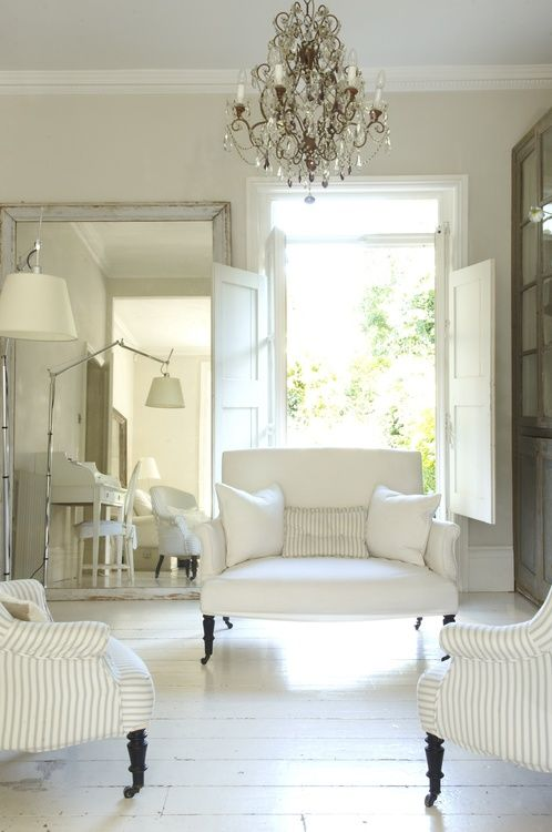 so elegant and breezy living room with a #Swedish #Gustavian feel