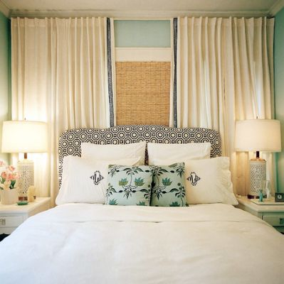 Wall Curtain Example bedrooms - Benjamin Moore - China Blue - Alexander